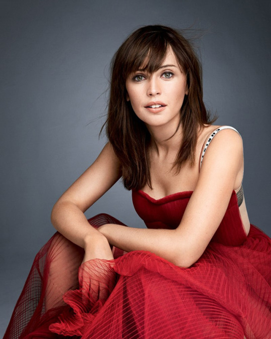 felicity jones in red dress