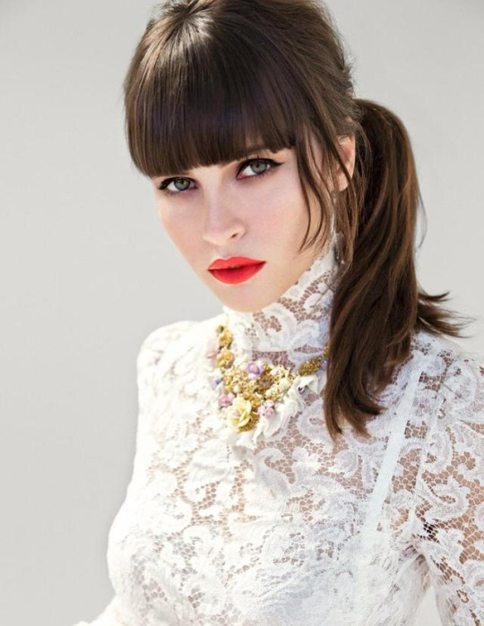 felicity jones sexy makeup look