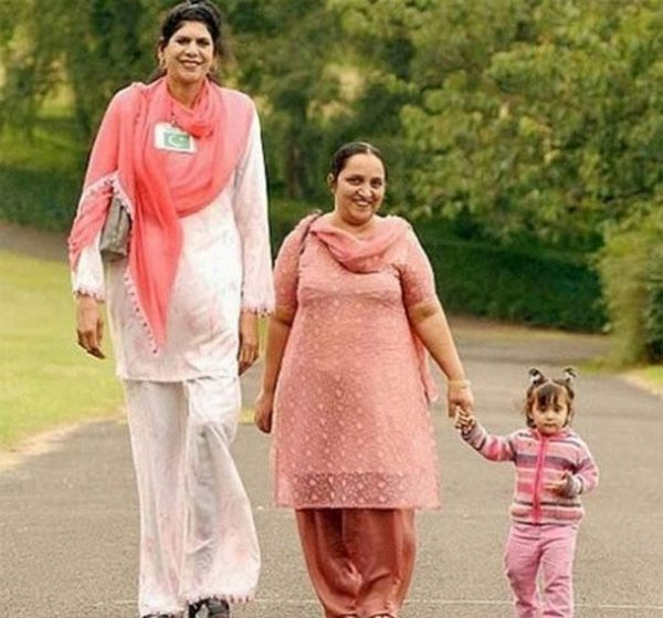 Zainab Bibi Tallest woman of pakistan