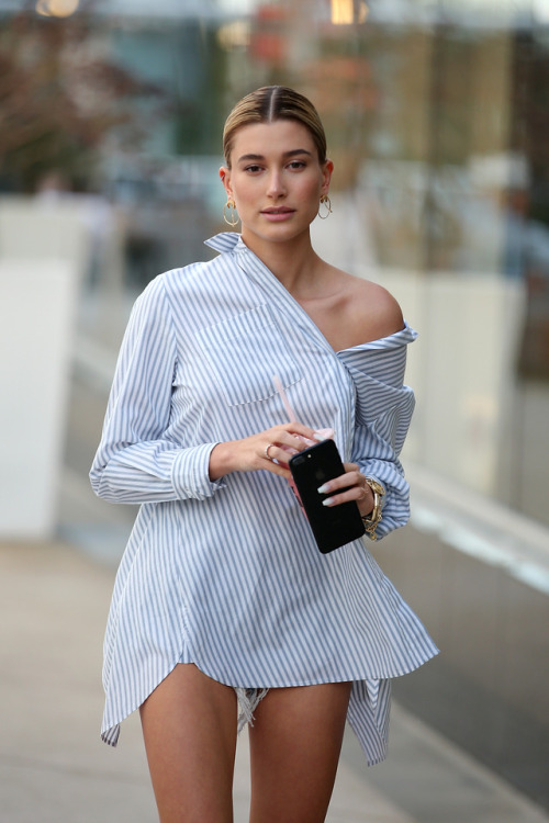 hailey baldwin cellphone