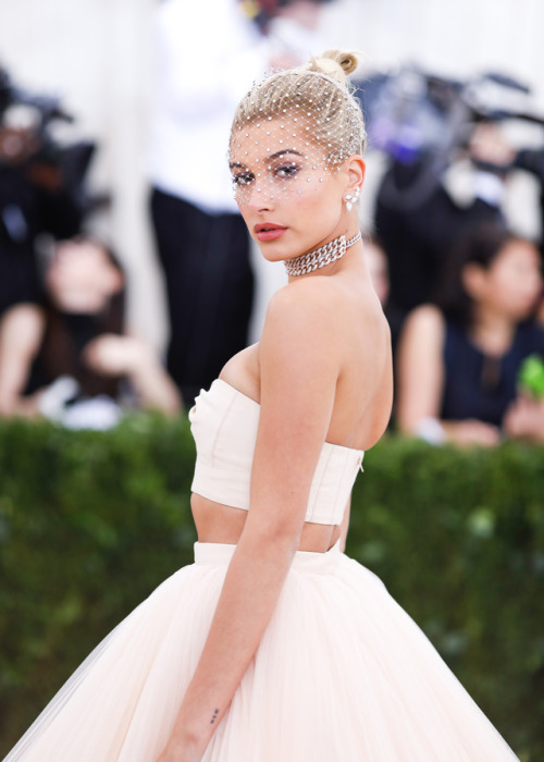 hailey baldwin tattoo
