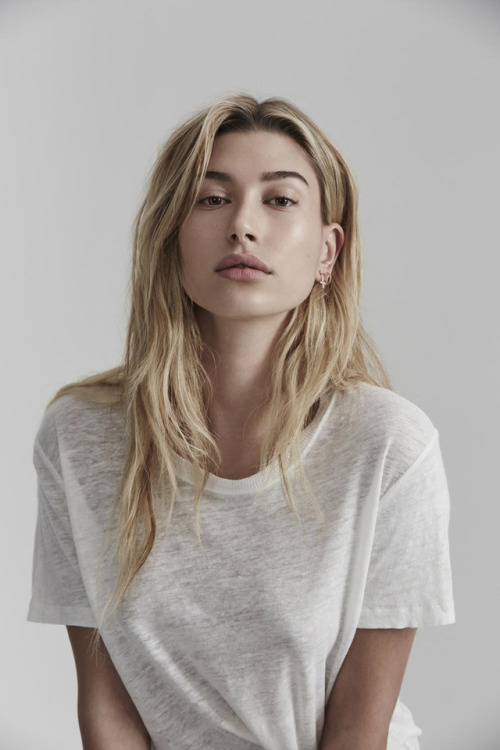 hailey baldwin without bra