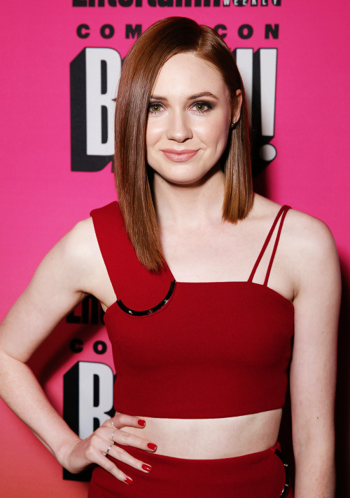 karen gillan gorgeous red dress