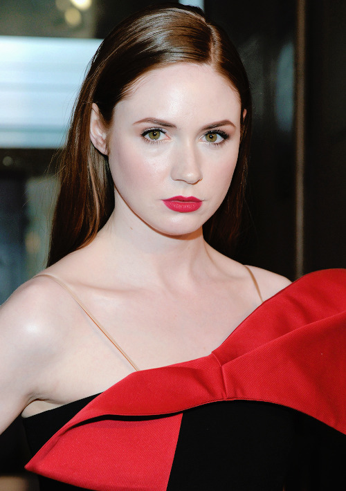 karen gillan hot photos