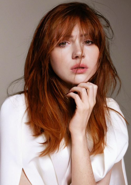 karen gillan smoking hot photos